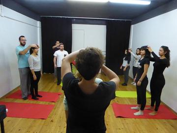 Nancy Tuñón, escola d'actors: exercici de tècnica del cos